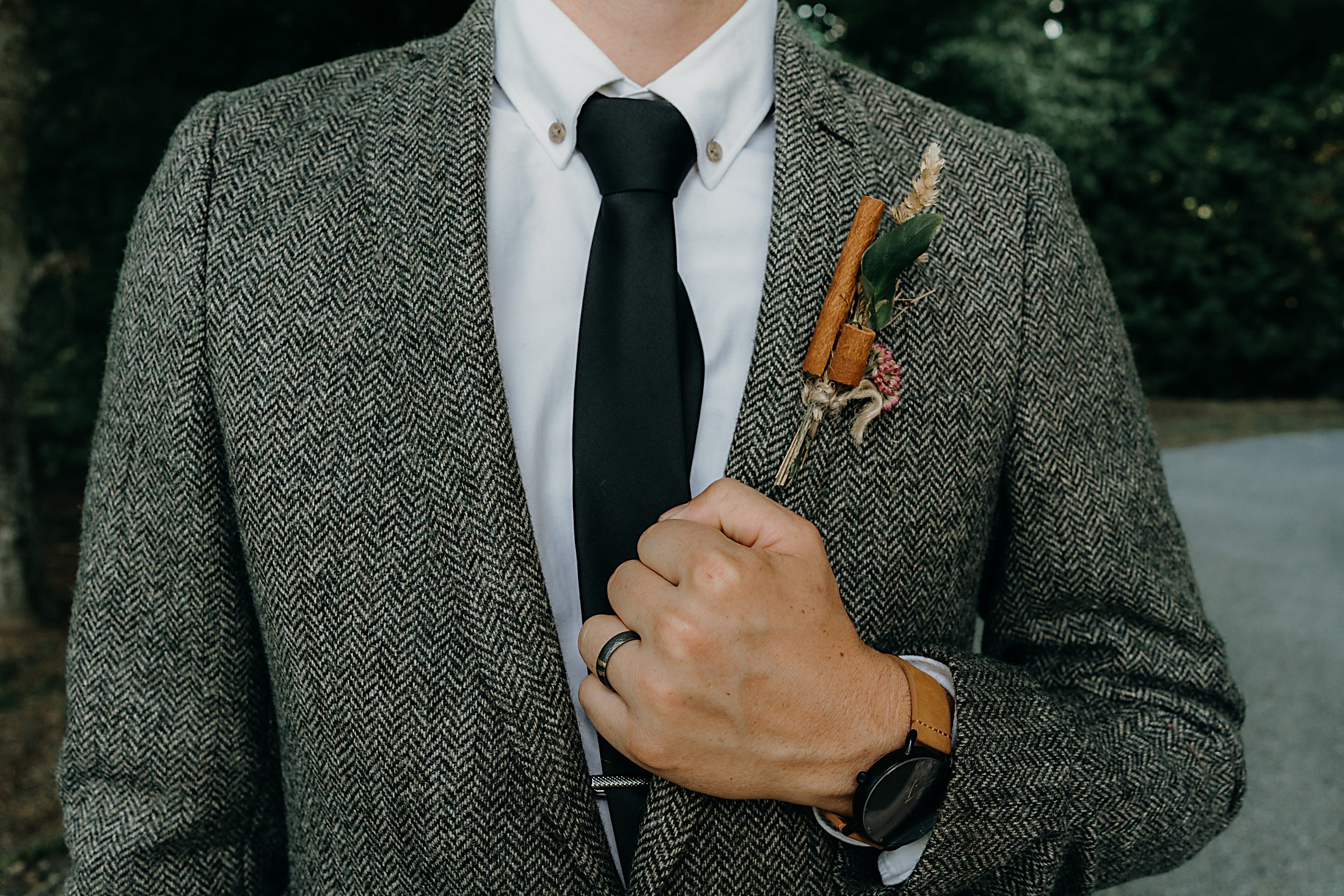 Groom bottonhole with cinnamon stick