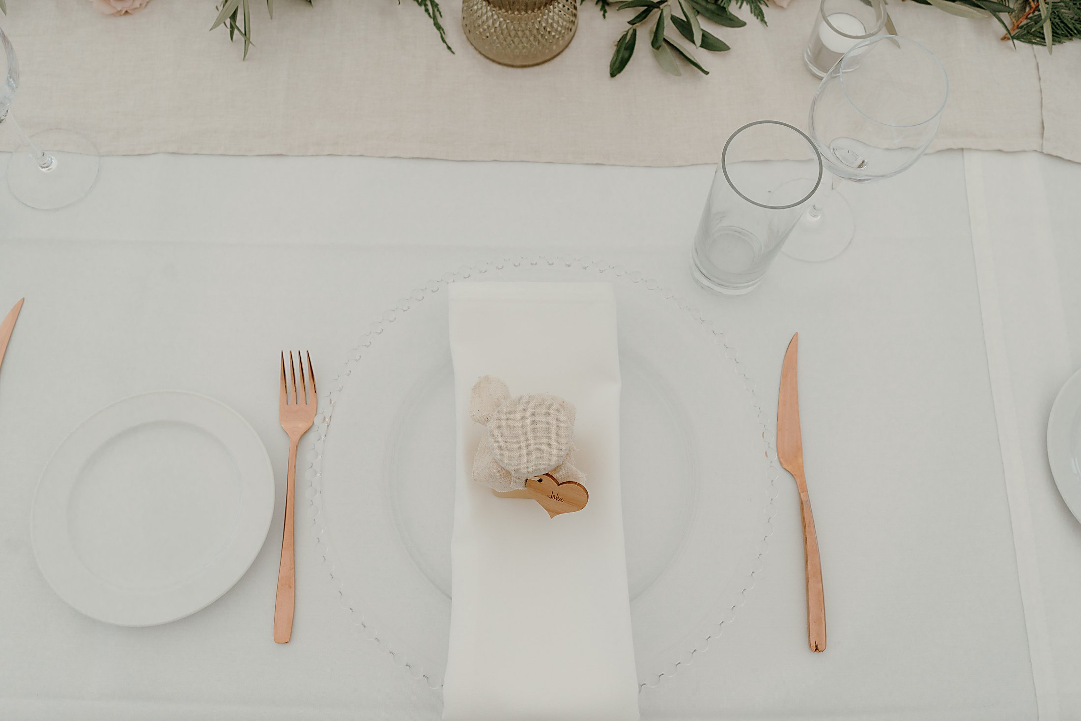 Rose Gold cutlery, glass charger plate, personlised honey placenames
